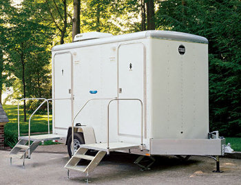 mobile-shower-trailer-b.jpg
